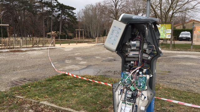 La borne située près du parc de Lorient à Montéléger est hors d'usage