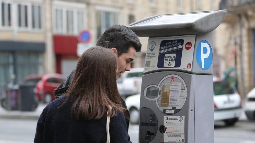 Si vous ne mettez pas d'argent dans l'horodateur, la contravention sera de 30 ou 35 euros à Bordeaux selon la zone