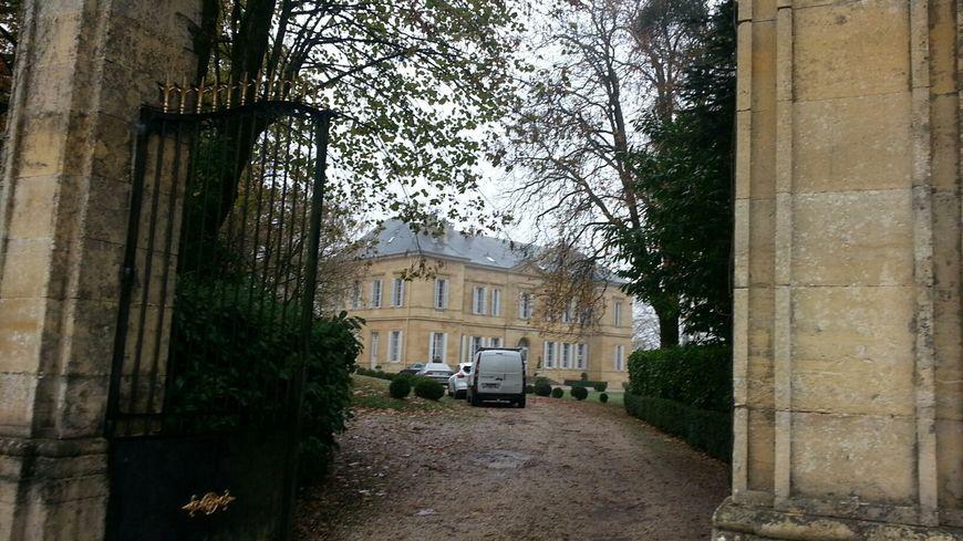 L'entrée du château La Durantie à Lanouaille, braqué en novembre 2016