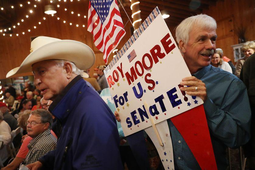 Militants favorables à Roy Moore, candidat républicain à l'élection sénatoriale partielle dans l'Alabama