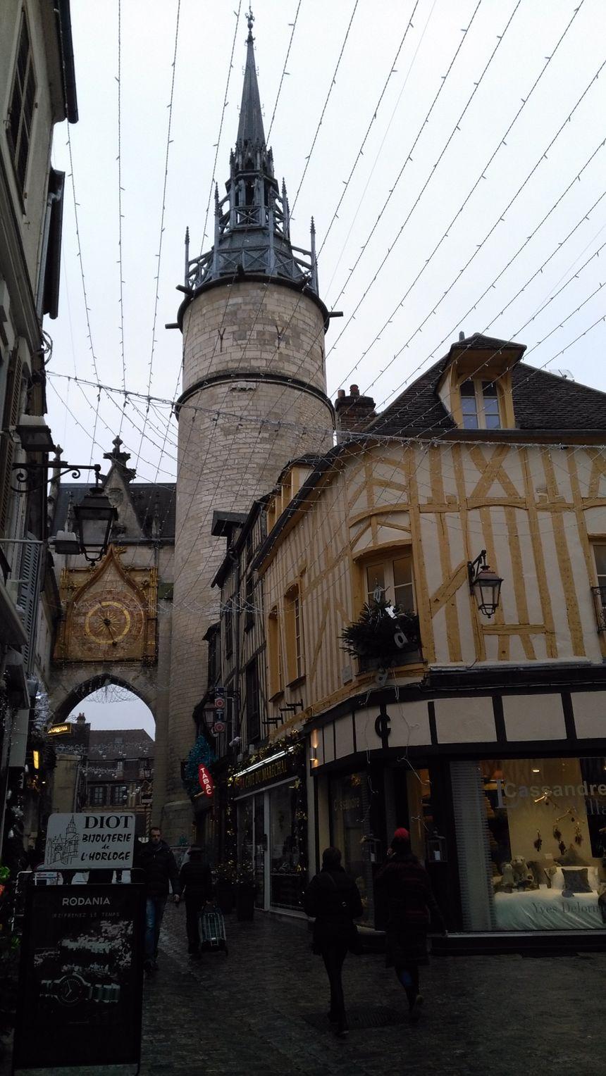 La tour de l'horloge est un monument incontournable d'Auxerre.
