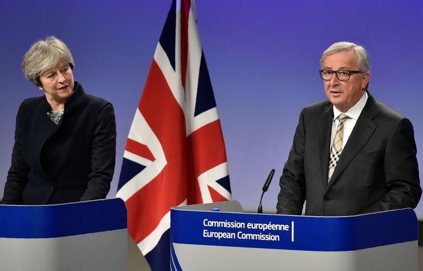 La première ministre britannique Theresa May  et le président de la Commission Européenne Jean-Claude Juncker à Bruxelles (04/12/17)