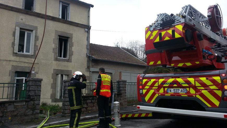 Le feu a pris au 1er étage de cette maison de 4 appartements