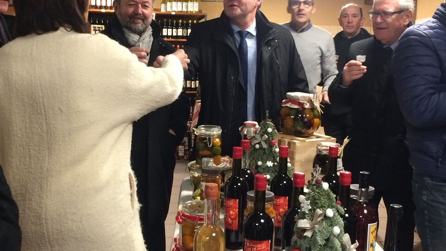 Anne Gaelle Baudouin Clerc et Germinal Peiro sont venus visiter la distillerie samedi 23 décembre