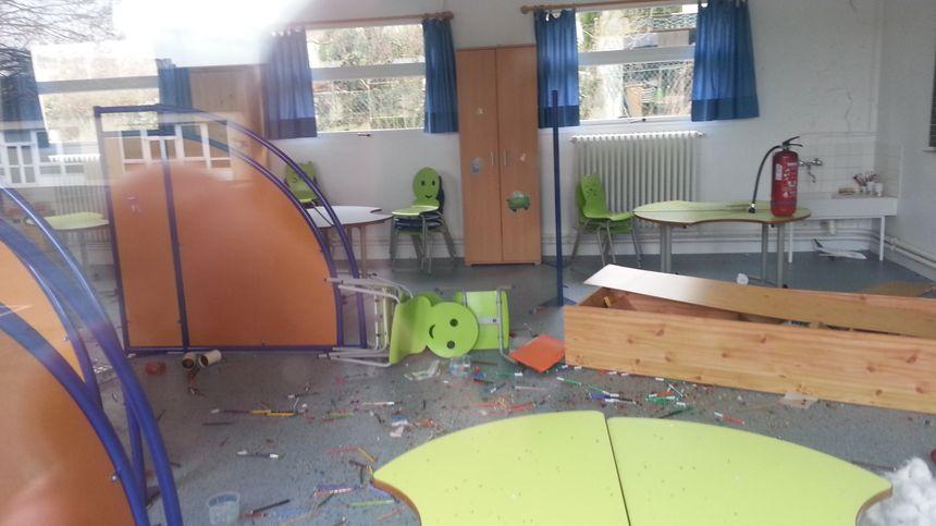 Rien n'a été volé, mais le mobilier est endommagé