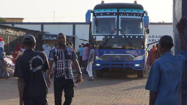 """La compagnie de bus """"Rimbo transports"""" est très prisée des migrants qui veulent se rendre à Agadez."""