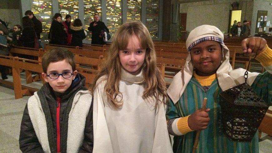 Les bergers, les anges ou encore le prophète Isaïe une vingtaine d'enfants s'étaient déguisés pour rejouer les scènes de la Nativité