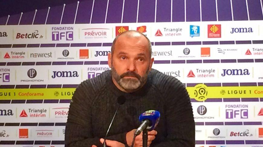 Pascal Dupraz déçu en conférence de presse d'après match.