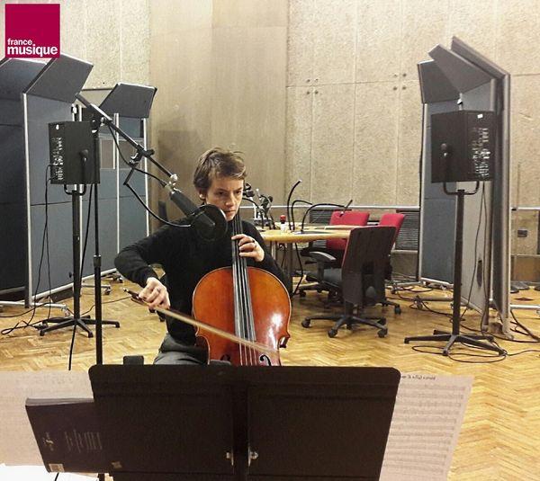 Noémi Boutin en enregistrement pour Tapage nocturne au studio 107