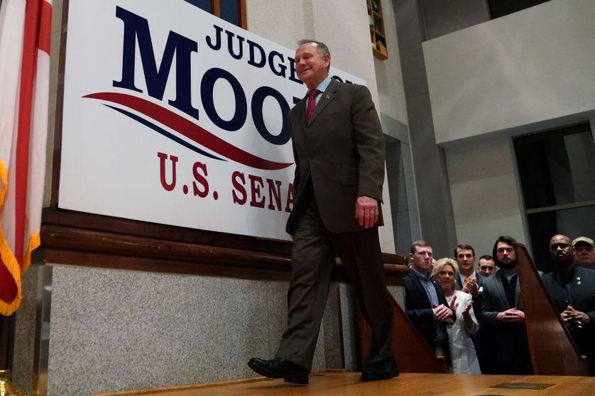 Le juge Moore, sur scène, lors de la soirée électorale en Alabama.