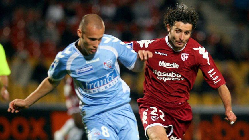 Le milieu de terrain Renaud Cohade, aujourd'hui messin, est le seul joueur à avoir connu un derby entre Metz et le Racing