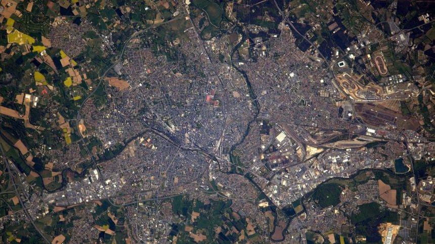 Le 8 mai 2017, depuis la station spatiale internationale, l'astronaute Thomas Pesquet photographie Le Mans
