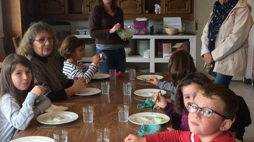 Les 14 enfants de l'école de Chaumeil vont tous les jours au restaurant !