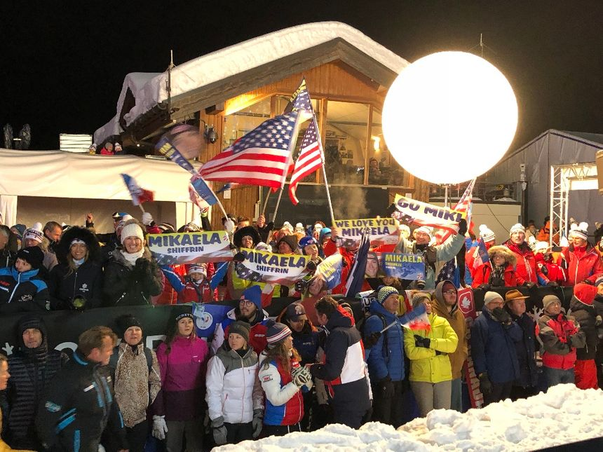 Le public de Courchevel fan de Mikaela Shiffrin.