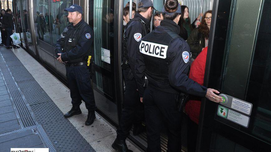 L'unité de sécurisation des transports en commun intervient dans le tramway de Nice
