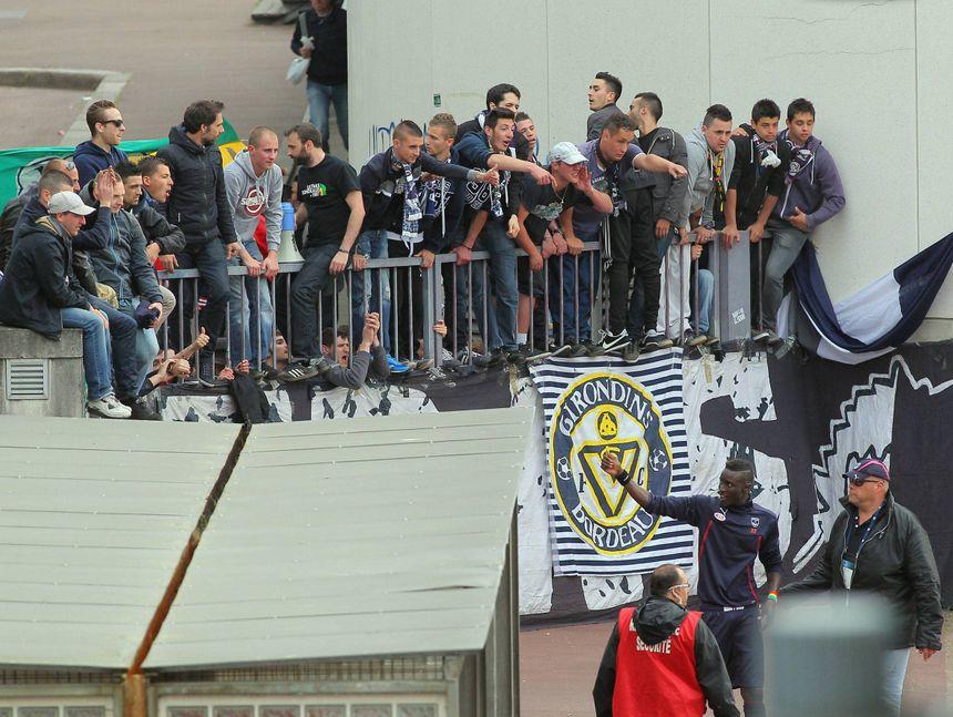 En 2014, les joueurs (ici Lamine Sané en bas à droite) étaient venus saluer les supporters à l'extérieur du stade.