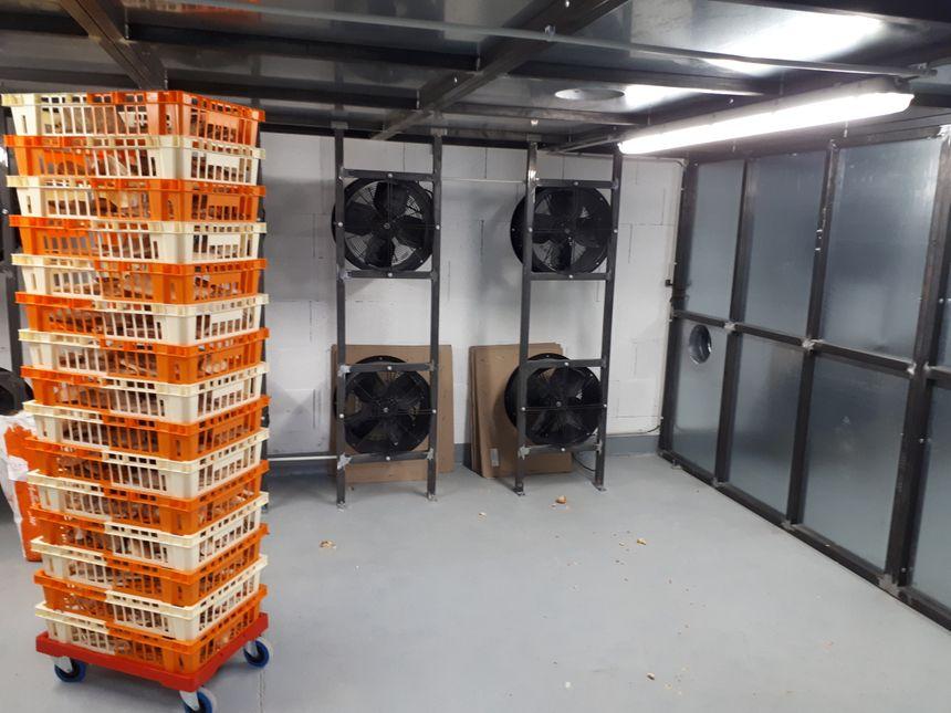 Vu le potentiel de développement de cette activité de recyclage de pain, l'atelier est configuré pour transformer 1,2 tonne par jour.
