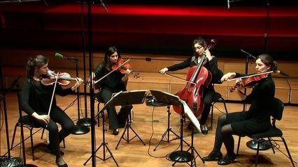 """En concert studio pour l'émission """"Plaisirs du Quatuor"""", le Quatuor Akilone joue le Quatuor à cordes n°8 de Beethoven, les Echos de chants de Dvorak, et le Quatuor à cordes n°2 de Chostakovitch."""