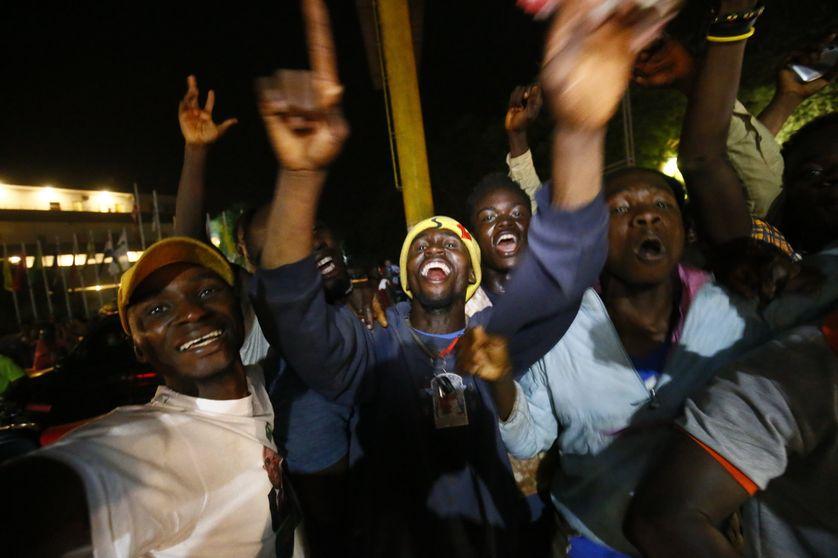 Les supporters de George Weah après l'annonce de sa victoire, dans la capitale du Liberia, à Monrovia.