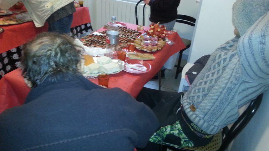 Un peu de chaleur et un bon repas au lieu de sandwiches, c'était le petit miracle de Noël pour les SDF de Bourges