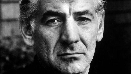 Portrait du compositeur Leonard Bernstein (1918 - 1990), en 1968.
