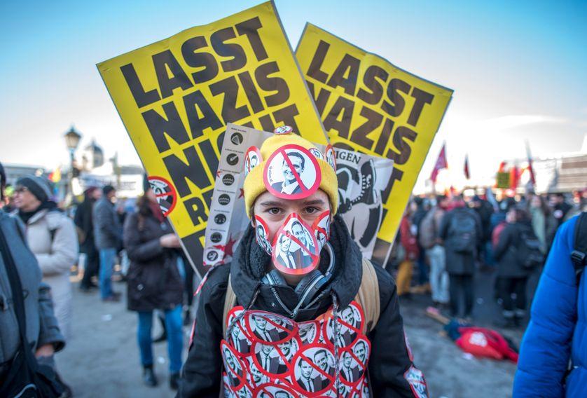 Manifestant dans les rues de Vienne, lundi 18 décembre 2017.