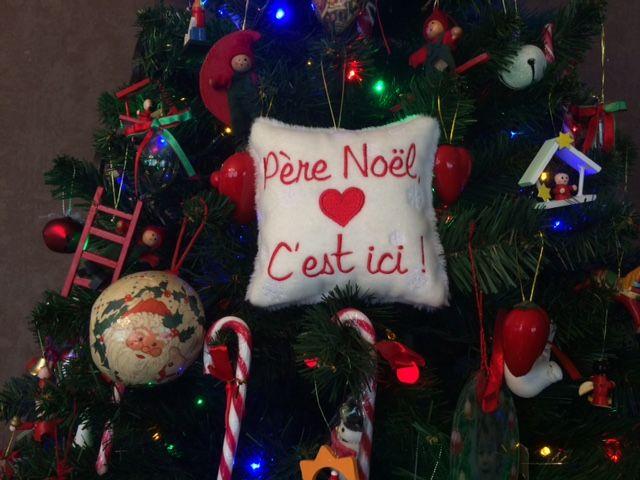 Le coussin, idée originale pour faire passer un message sur le sapin. Preuve de l'attachement pour les fêtes de Noël, chères aux Libanais.