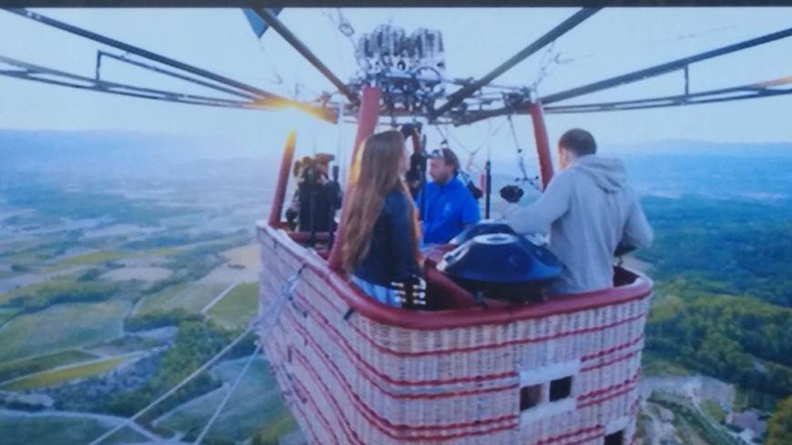 Les images tournées tout autour de la montgolfière sont impressionnantes