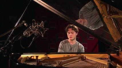 """Le pianiste jazz Thomas Enhco interprète """"Watching You Sleep"""" extrait de l'album """"Feathers"""". Enregistré le 4 mai 2015 au studio 107 de la Maison de la Radio, dans le cadre de la """"Matinale culturelle""""."""