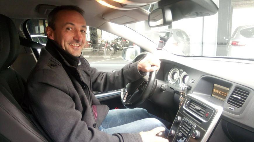 Christophe ne prend plus sa voiture que quatre fois par semaine pour aller au travail. De quoi donner le sourire.
