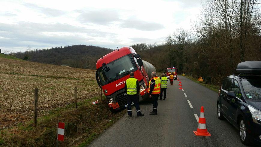 Les pompiers ont dû intervenir, mardi, pour sécuriser la zone.