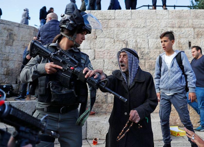 Heurts entre palestuiniens et soldats israéliens à l'entrée de l'esplanade des mosquées à Jérusalem