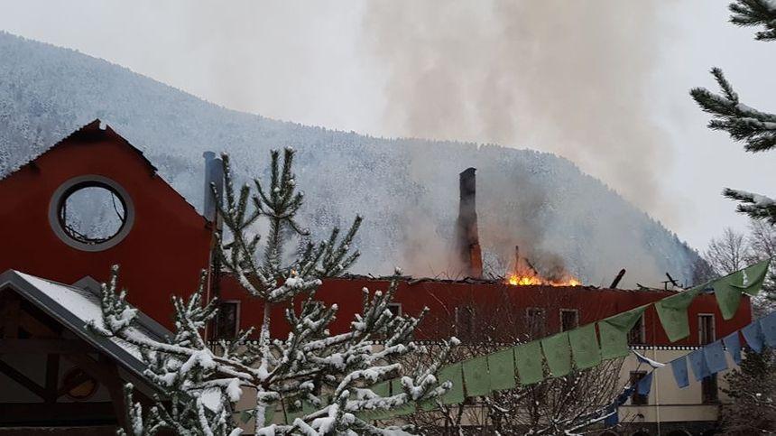 L'incendie du centre Karma Ling, le 1er décembre dernier, a occasionné des dégâts pour plusieurs millions d'euros.
