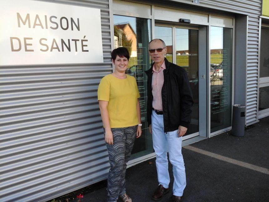 Laura et Hervé Douine, devant une Maison qui est loin d'avoir 600 ans, mais qui caractérise aussi Nozeroy!
