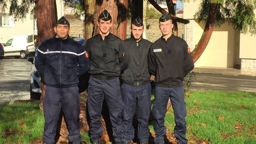Les gendarmes qui ont interpellé le voleur présumé à Périgueux