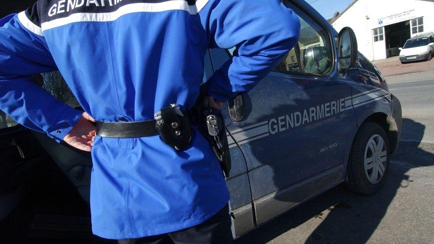 Saisis d'une affaire de violences intra-familiales, les gendarmes de Chateau-Renault ont trouvé de la drogue et des objets volés