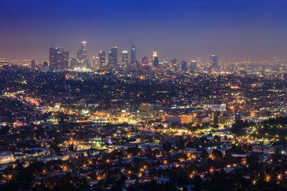 Pollution lumineuse avec la skyline de Los Angeles