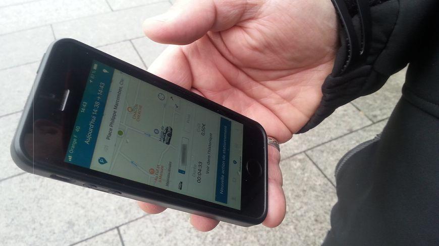 Le paiement du stationnement se fait depuis une application ou le site internet équivalent.