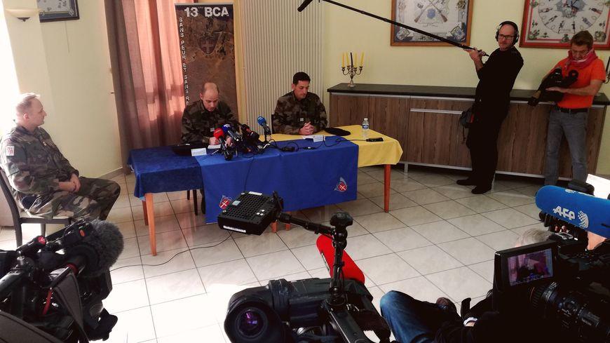 L'état major du 13ème BCA rend hommage au soldat assassiné.
