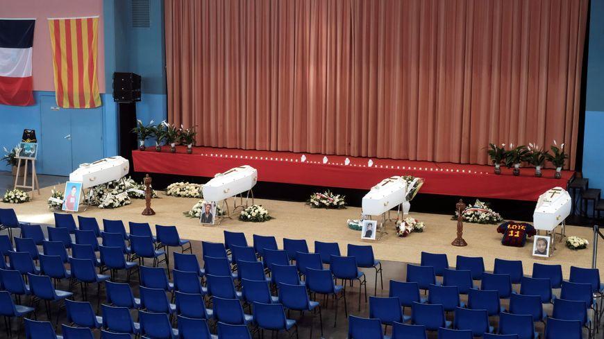 Chapelle ardente à Saint Félieu d'Avall avec les cercueils des victimes