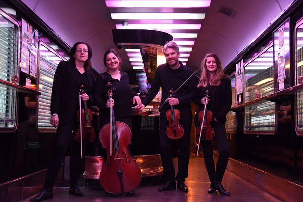 De gauche à droite : Ingrid Lormand (alto), Marlène Rivière (violoncelle), Nicolas Vaslier (violon) et Laurence Des Vescovo (violon), tous musiciens à l'Orchestre national de France