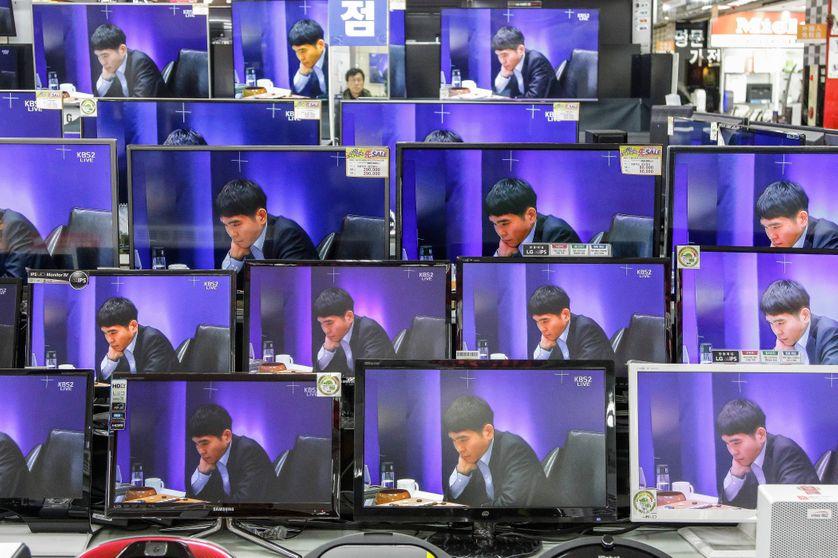 Le programme d'intelligence artificielle de Google AlphaGo face au joueur de Go sud coréen Lee Se-dol en mars 2016
