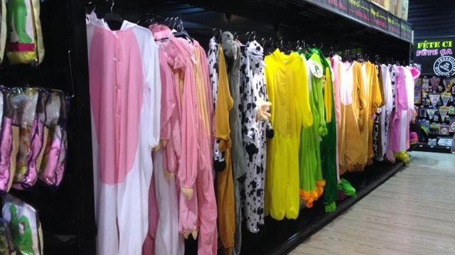Il y a plus de 10 000 sortes de déguisements au magasin