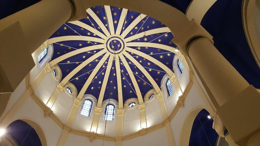 Premières célébrations de Noël pour la basilique Notre-Dame-de-Bon-Secours, à Saint-Avold. Le dôme a été rénové en 2017. Coût total des travaux : 1 million et demi d'euros.