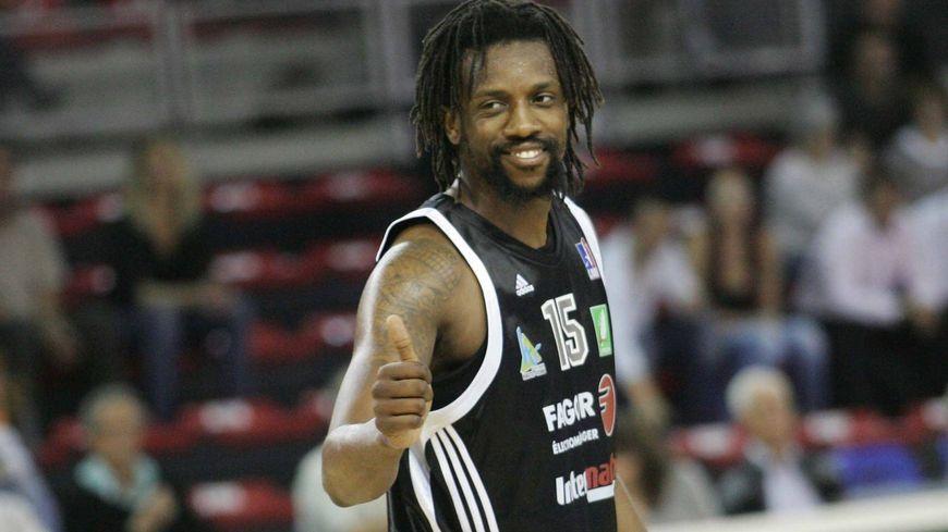 Ndudi Ebi en 2011 avec Limoges.