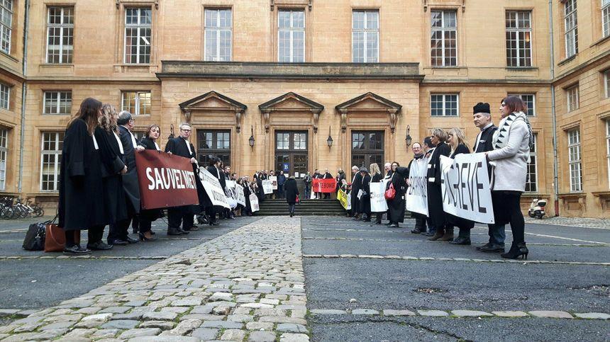 La haie d'honneur des avocats de Metz, à l'occasion de l'audience solennelle de rentrée de la Cour d'Appel