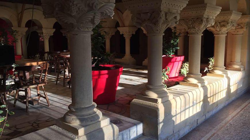 le bar du chateau Mounet Sully