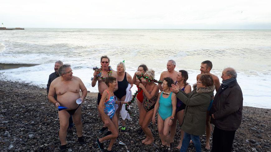 """A Saint-Valery-en-Caux, les """"Dauphins"""" étaient de sortie, même si la mer agitée a empêché toute baignade."""