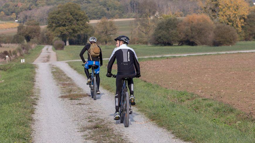 Des touristes à vélo