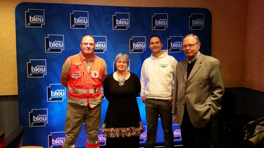 Eric Maireaux secouriste, Isabelle Panaiotis, Jean-Luc Geoffroy de la Croix Rouge, avec Olivier Cattiaux